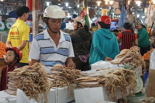 Chợ thủy hải sản khô lớn nhất Sài Gòn tất bật ngày cận Tết  - Ảnh 6.