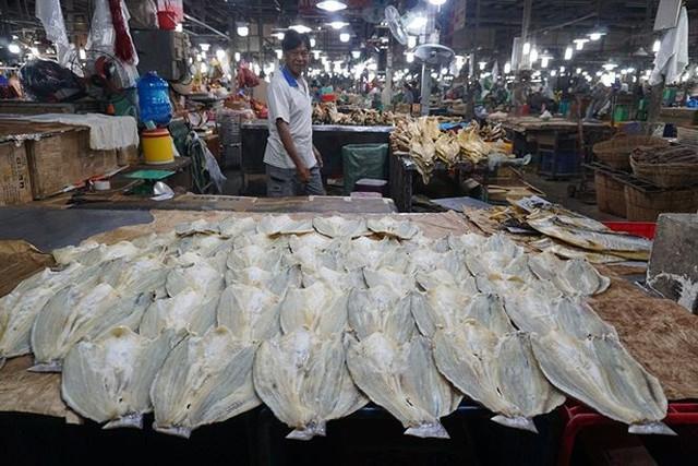 Chợ thủy hải sản khô lớn nhất Sài Gòn tất bật ngày cận Tết  - Ảnh 7.