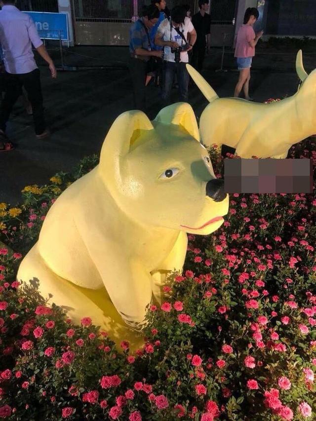 Sở hữu khuôn mặt buồn rười rượi, chú chó khiến nhiều người bật cười trong ngày giáp Tết - Ảnh 2.