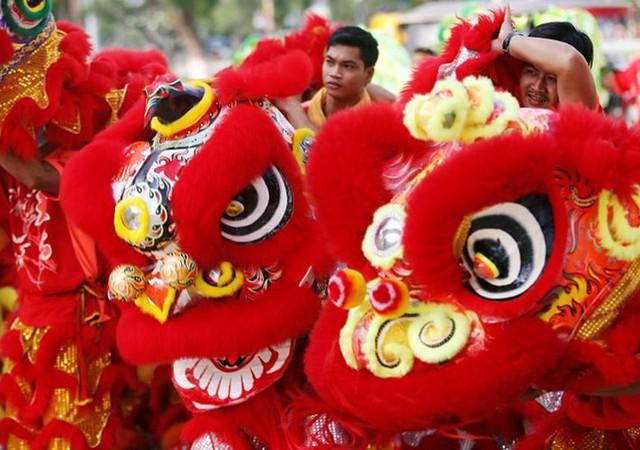 Châu Á ngập tràn sắc đỏ cùng linh vật chú chó chào Tết Nguyên Đán - Ảnh 16.