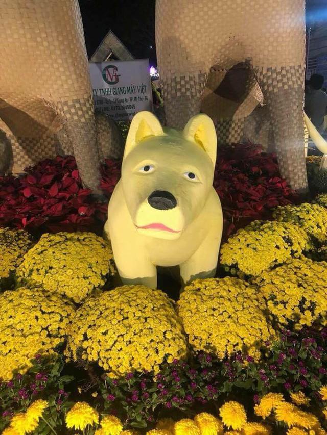 Sở hữu khuôn mặt buồn rười rượi, chú chó khiến nhiều người bật cười trong ngày giáp Tết - Ảnh 3.