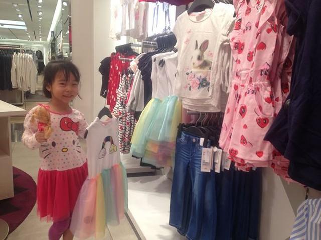 Hàng thời trang ở trung tâm thương mại Sài Gòn vắng hoe - Ảnh 8.