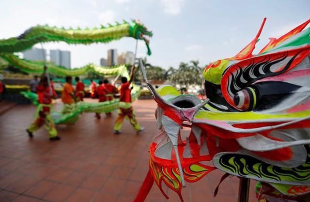 Châu Á ngập tràn sắc đỏ cùng linh vật chú chó chào Tết Nguyên Đán - Ảnh 9.