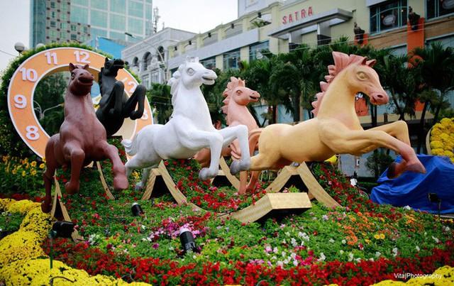 Nhìn lại hình ảnh những linh vật ở đường hoa Nguyễn Huệ trong 5 năm trở lại đây - Ảnh 3.
