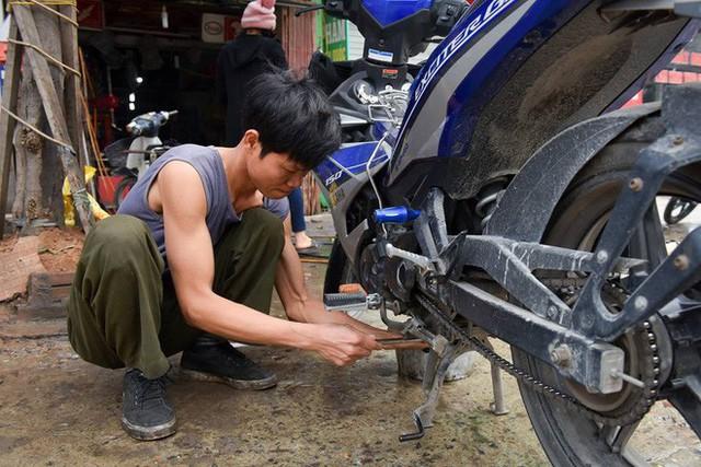 Ùn ùn mang xe đi rửa ngày 30 Tết, giá tăng giá 4 - 5 lần ngày thường - Ảnh 3.