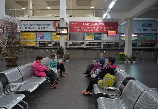 2 chuyến xe cuối cùng rời khỏi bến Giáp Bát chở hàng chục hành khách về quê ăn tết - Ảnh 3.