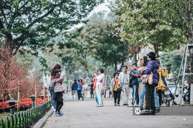 Buổi sáng cuối cùng của năm chẳng còn khói bụi hay dòng người tất tả ngược xuôi, Hà Nội bỗng bình yên đến lạ - Ảnh 25.