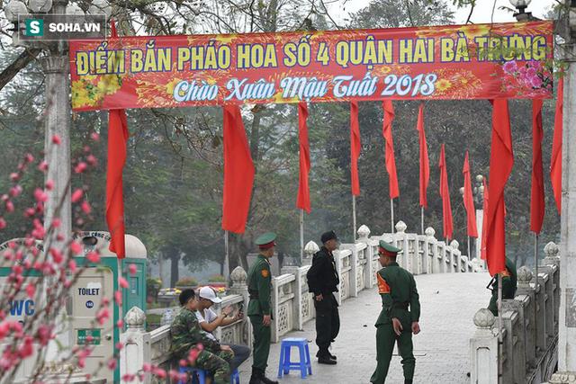 Trận địa pháo hoa tại Hà Nội trước khoảnh khắc Giao thừa - Ảnh 4.