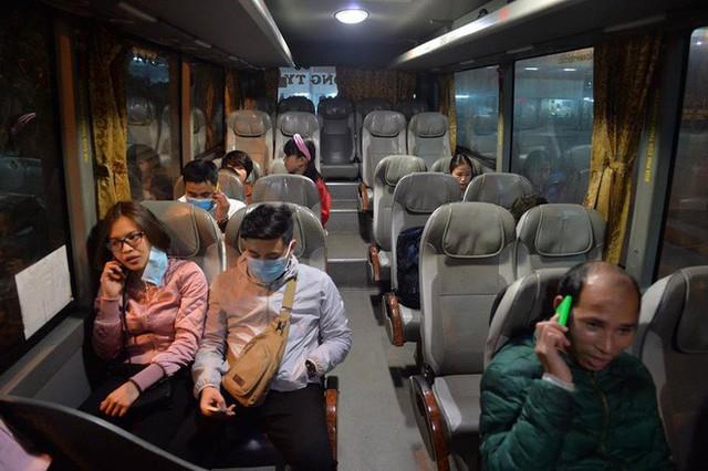 2 chuyến xe cuối cùng rời khỏi bến Giáp Bát chở hàng chục hành khách về quê ăn tết - Ảnh 5.