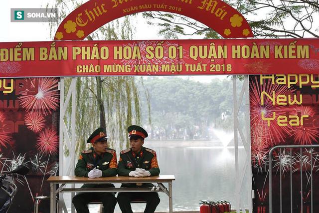 Trận địa pháo hoa tại Hà Nội trước khoảnh khắc Giao thừa - Ảnh 8.