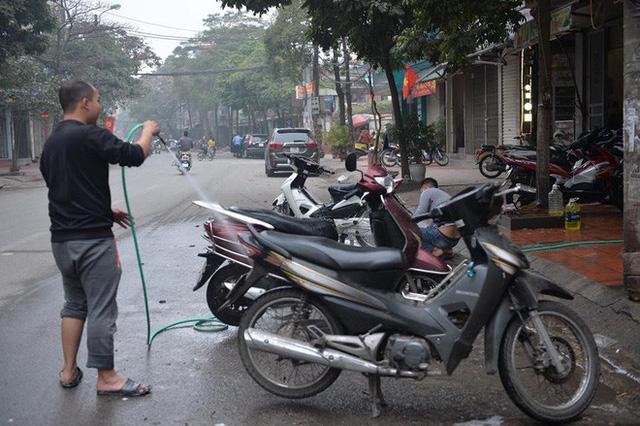 Ùn ùn mang xe đi rửa ngày 30 Tết, giá tăng giá 4 - 5 lần ngày thường - Ảnh 9.
