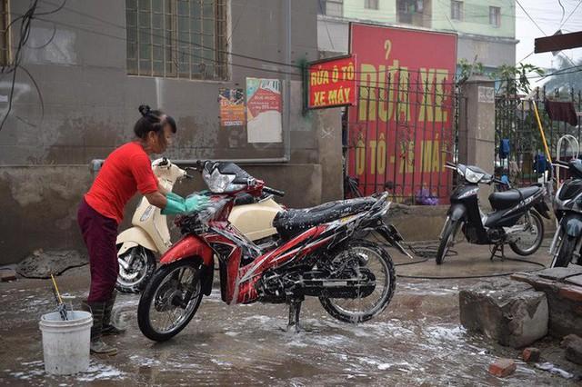 Ùn ùn mang xe đi rửa ngày 30 Tết, giá tăng giá 4 - 5 lần ngày thường - Ảnh 10.