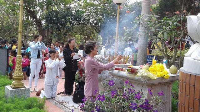 Mướt mồ hôi ở ngôi chùa lớn nhất miền Tây ngày Mùng 1 Tết - Ảnh 11.