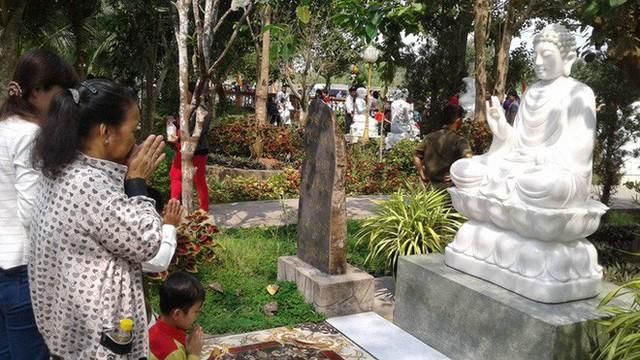 Mướt mồ hôi ở ngôi chùa lớn nhất miền Tây ngày Mùng 1 Tết - Ảnh 12.
