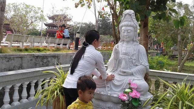 Mướt mồ hôi ở ngôi chùa lớn nhất miền Tây ngày Mùng 1 Tết - Ảnh 16.