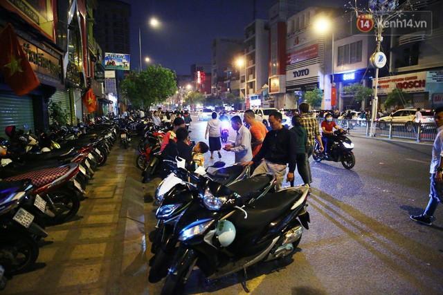 Chùm ảnh: Người Sài Gòn nườm nượp đi chùa cầu bình an ngày đầu năm mới Mậu Tuất 2018 - Ảnh 18.