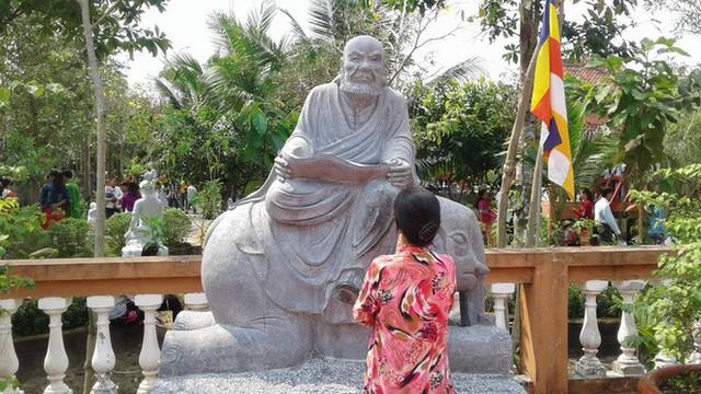 Mướt mồ hôi ở ngôi chùa lớn nhất miền Tây ngày Mùng 1 Tết - Ảnh 18.