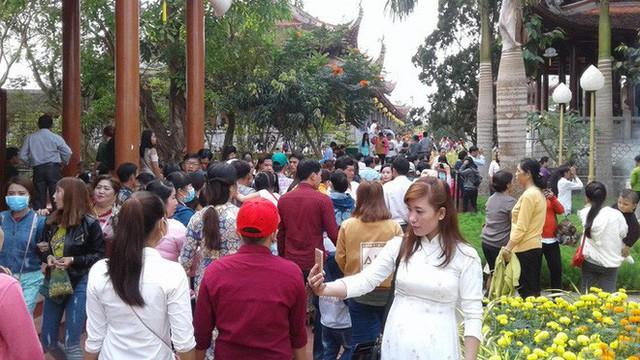 Mướt mồ hôi ở ngôi chùa lớn nhất miền Tây ngày Mùng 1 Tết - Ảnh 5.