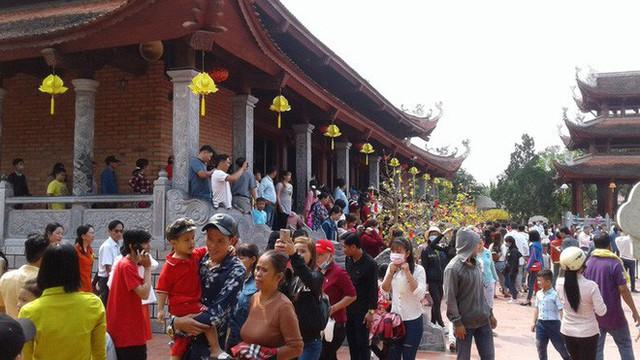 Mướt mồ hôi ở ngôi chùa lớn nhất miền Tây ngày Mùng 1 Tết - Ảnh 6.