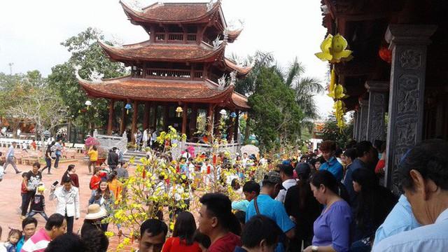 Mướt mồ hôi ở ngôi chùa lớn nhất miền Tây ngày Mùng 1 Tết - Ảnh 7.