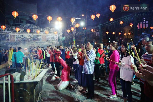 Chùm ảnh: Người Sài Gòn nườm nượp đi chùa cầu bình an ngày đầu năm mới Mậu Tuất 2018 - Ảnh 8.