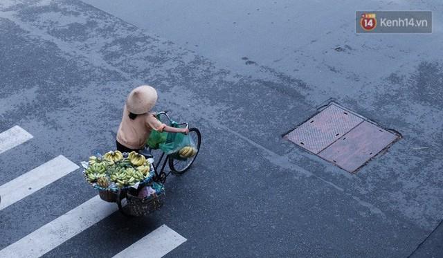 Cay mắt với những mẩu chuyện về những phận đời tha huơng, ở lại Sài Gòn mưu sinh ngày Tết - Ảnh 1.