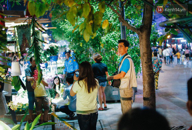 Cay mắt với những mẩu chuyện về những phận đời tha huơng, ở lại Sài Gòn mưu sinh ngày Tết - Ảnh 2.