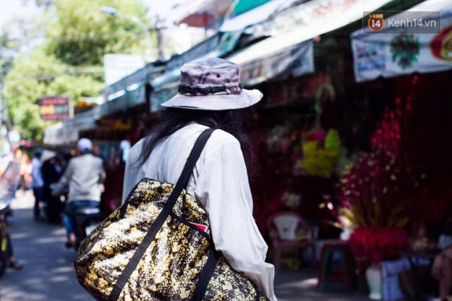 Cay mắt với những mẩu chuyện về những phận đời tha huơng, ở lại Sài Gòn mưu sinh ngày Tết - Ảnh 5.