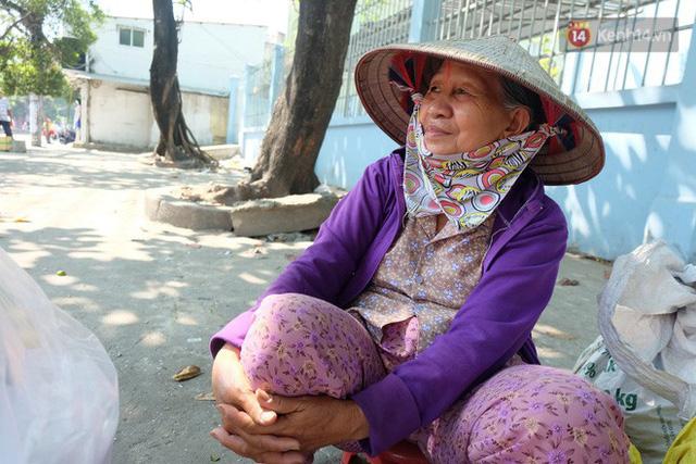Cay mắt với những mẩu chuyện về những phận đời tha huơng, ở lại Sài Gòn mưu sinh ngày Tết - Ảnh 7.
