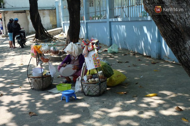 Cay mắt với những mẩu chuyện về những phận đời tha huơng, ở lại Sài Gòn mưu sinh ngày Tết - Ảnh 8.