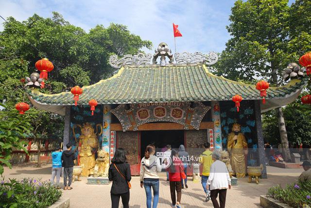 Người dân ùn ùn rủ nhau đến 4 ngôi chùa xóa ế nổi tiếng nhất Sài Gòn cầu duyên - Ảnh 1.