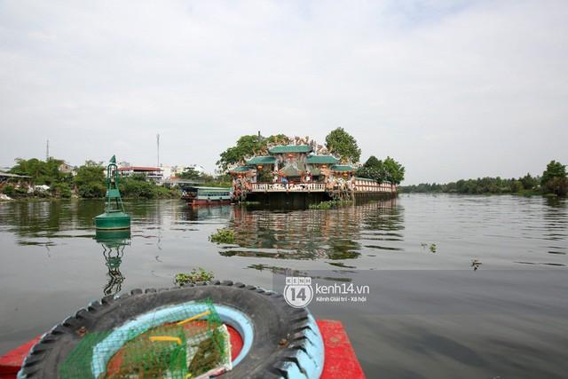 Người dân ùn ùn rủ nhau đến 4 ngôi chùa xóa ế nổi tiếng nhất Sài Gòn cầu duyên - Ảnh 2.