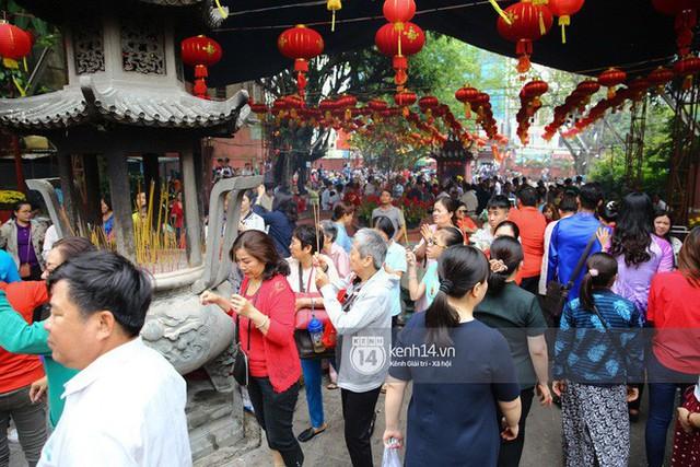 Người dân ùn ùn rủ nhau đến 4 ngôi chùa xóa ế nổi tiếng nhất Sài Gòn cầu duyên - Ảnh 11.