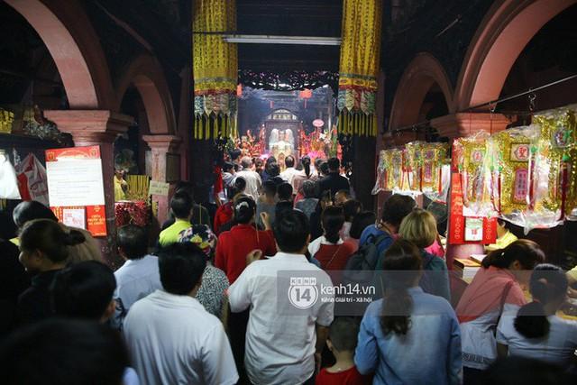 Người dân ùn ùn rủ nhau đến 4 ngôi chùa xóa ế nổi tiếng nhất Sài Gòn cầu duyên - Ảnh 15.