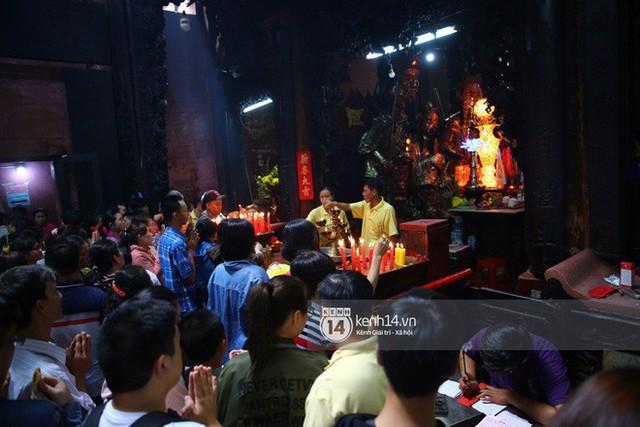 Người dân ùn ùn rủ nhau đến 4 ngôi chùa xóa ế nổi tiếng nhất Sài Gòn cầu duyên - Ảnh 17.
