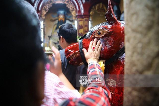 Người dân ùn ùn rủ nhau đến 4 ngôi chùa xóa ế nổi tiếng nhất Sài Gòn cầu duyên - Ảnh 18.