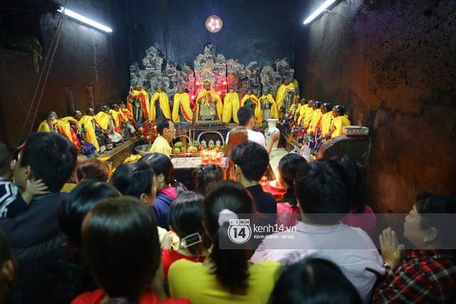 Người dân ùn ùn rủ nhau đến 4 ngôi chùa xóa ế nổi tiếng nhất Sài Gòn cầu duyên - Ảnh 19.