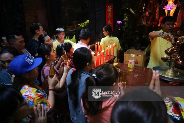 Người dân ùn ùn rủ nhau đến 4 ngôi chùa xóa ế nổi tiếng nhất Sài Gòn cầu duyên - Ảnh 20.