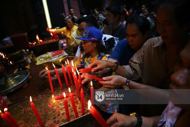 Người dân ùn ùn rủ nhau đến 4 ngôi chùa xóa ế nổi tiếng nhất Sài Gòn cầu duyên - Ảnh 21.