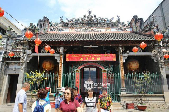 Người dân ùn ùn rủ nhau đến 4 ngôi chùa xóa ế nổi tiếng nhất Sài Gòn cầu duyên - Ảnh 22.