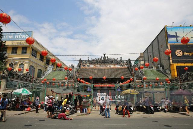 Người dân ùn ùn rủ nhau đến 4 ngôi chùa xóa ế nổi tiếng nhất Sài Gòn cầu duyên - Ảnh 23.