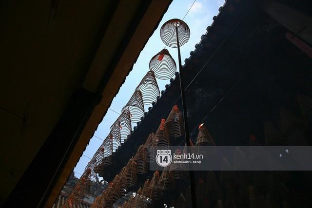 Người dân ùn ùn rủ nhau đến 4 ngôi chùa xóa ế nổi tiếng nhất Sài Gòn cầu duyên - Ảnh 24.