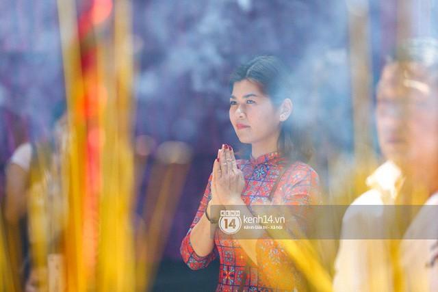 Người dân ùn ùn rủ nhau đến 4 ngôi chùa xóa ế nổi tiếng nhất Sài Gòn cầu duyên - Ảnh 31.