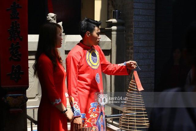 Người dân ùn ùn rủ nhau đến 4 ngôi chùa xóa ế nổi tiếng nhất Sài Gòn cầu duyên - Ảnh 33.
