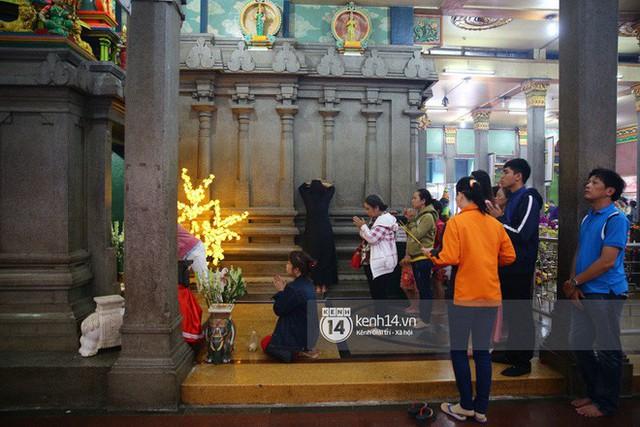 Người dân ùn ùn rủ nhau đến 4 ngôi chùa xóa ế nổi tiếng nhất Sài Gòn cầu duyên - Ảnh 36.