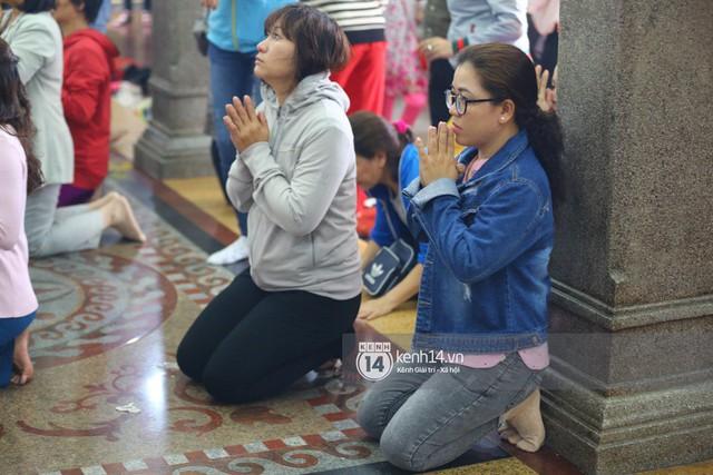 Người dân ùn ùn rủ nhau đến 4 ngôi chùa xóa ế nổi tiếng nhất Sài Gòn cầu duyên - Ảnh 37.