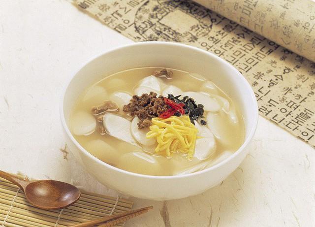 Vì sao vào dịp năm mới người Hàn Quốc đều ăn canh bánh gạo Tteok kuk? - Ảnh 5.