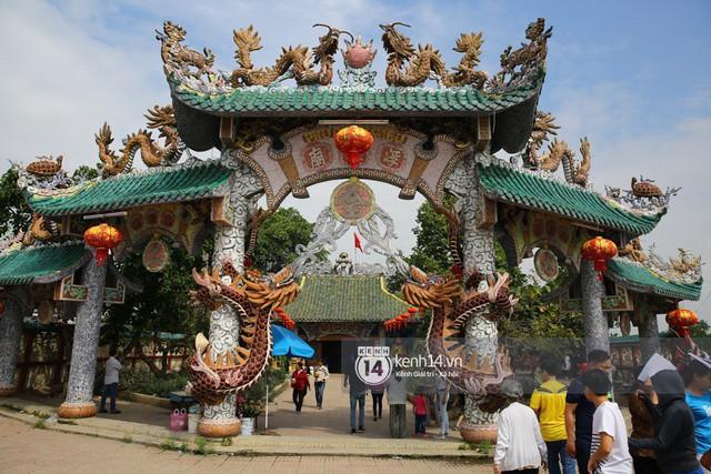 Người dân ùn ùn rủ nhau đến 4 ngôi chùa xóa ế nổi tiếng nhất Sài Gòn cầu duyên - Ảnh 5.
