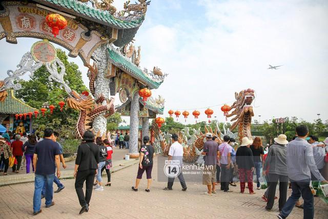 Người dân ùn ùn rủ nhau đến 4 ngôi chùa xóa ế nổi tiếng nhất Sài Gòn cầu duyên - Ảnh 6.
