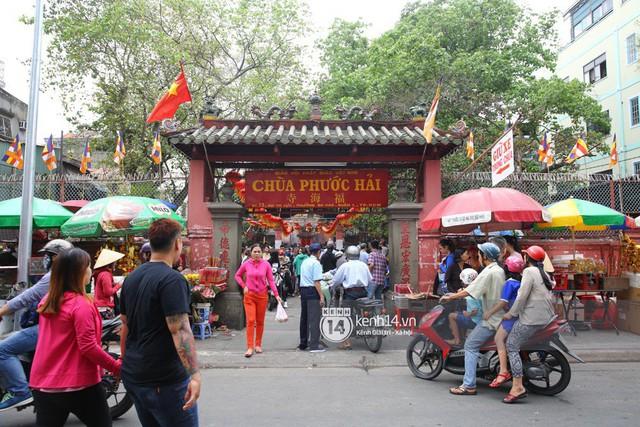 Người dân ùn ùn rủ nhau đến 4 ngôi chùa xóa ế nổi tiếng nhất Sài Gòn cầu duyên - Ảnh 8.